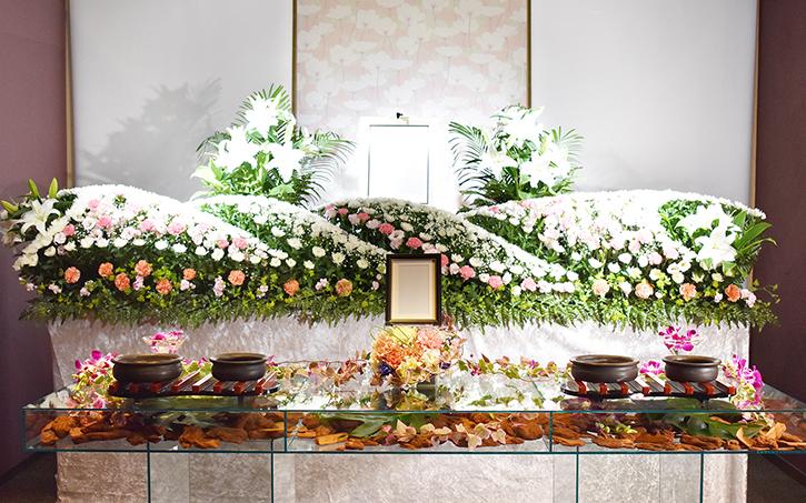 オリジナルのアクリル板焼香台~お花で飾って華やかに