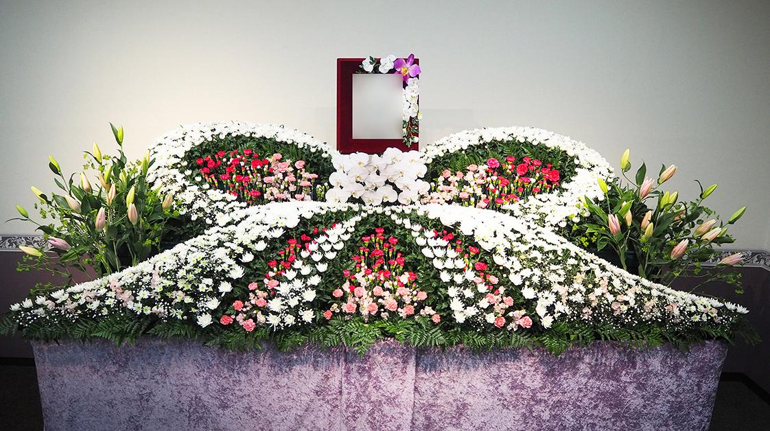 生花祭壇 ART203 女性に人気のリボン型