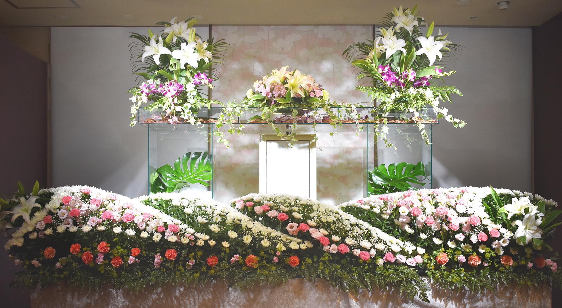 アクリル板を使ったオリジナルの生花祭壇もございます