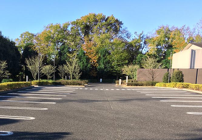 埼葛斎場 駐車場